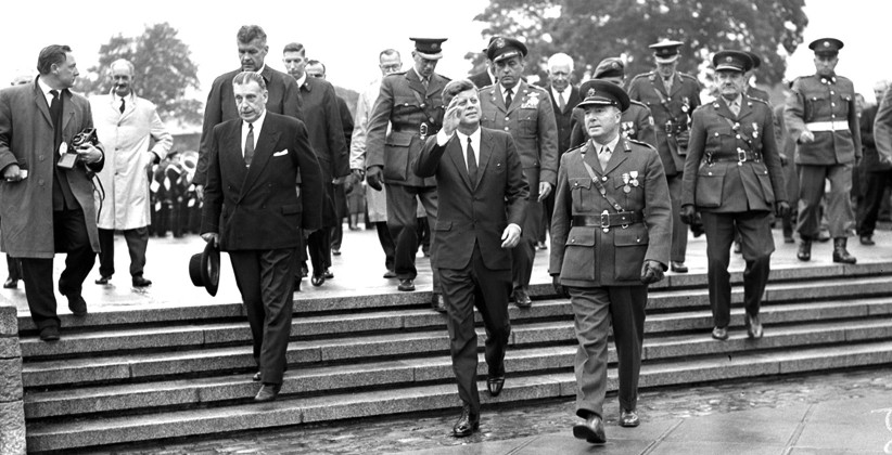 Seán Lemass and JFK together at Arbour Hill. (NLI, Independent Newspapers Collection)