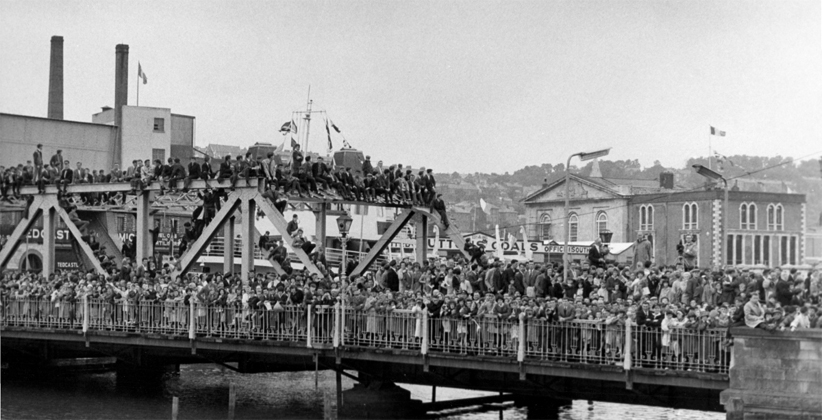Cork people throng Brian Boru Bridge to see the arrival of JFK. (Robert Knudsen, JFK Presidential Library)